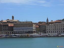 http://t2.gstatic.com/images?q=tbn:2yeKVJjcUW2ZwM:http://www.visoterra.com/images/original/le-port-d-ancone-visoterra-29514.jpg