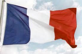 Le drapeau tricolore francais est bleu, blanc et rouge