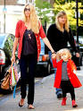 Image Claudia Schiffer and Clementines Red Alert – Moms & Babies Picture