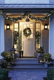Homes With Christmas Decorations by Best 25 Christmas Porch Decorations Ideas Only On Pinterest