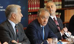 Vázquez Eguskiza flanqueado por Pedro Campo y José Javier Aspiazu. | Efe. Dice que el crecimiento llegará al territorio a finales de 2013 ... - 1337079406_2