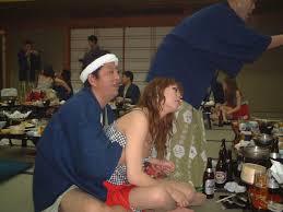 温泉セックスコンパニオン無修正 ... 酔ったオヤジにエロイ事をされているピンクコンパニオン画像47枚目