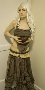 spirit halloween game of thrones girls dressed like khaleesi daenerys targaryen cosplay