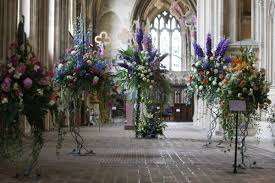 Flowers Winchester - flower festival returns to winchester seeing its cathedral