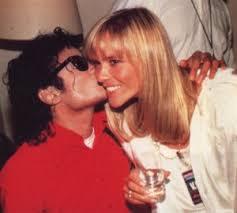 ... mais le projet fut abandonné. Elle est depuis, apparue intégralement sur Internet. Michael Jackson et Christine Decroix lors du Bad Tour en 1987. - christinedecroix