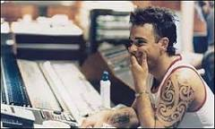 Robbie Williams diz que pirataria é 'ótima' idéia | BBC Brasil | BBC ...