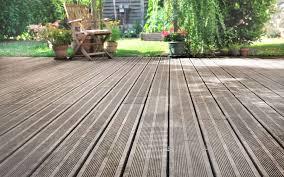 terasse en palette comment poser une terrasse sur une pelouse