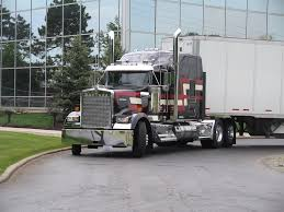 new kenworth semi test drive kenworth gives its old w900 the spotlight with