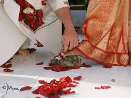ஹிந்து  திருமணத்தில் அம்மி மிதித்து அருந்ததி பார்ப்பது ஏன்?
