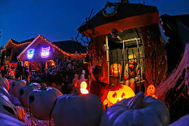 halloween decorated houses