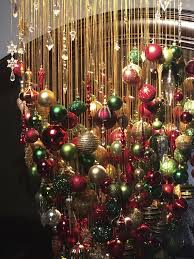 Homes With Christmas Decorations by Best 25 Christmas Chandelier Decor Ideas On Pinterest Christmas