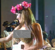 Video Bra Dispenser Jupe Konser Katy Perry Julia Perez BH Dispenser Saingi Kety Perry