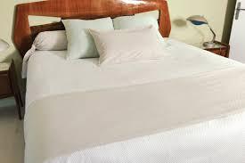 chemin de lit en lin jeté de lit langon lin 230 x 250 cm vent du sud