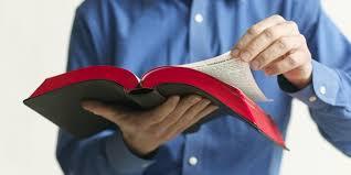 Resultado de imagen para leyendo la biblia