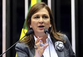 """Barraco! Ministra é chamada de """"namoradeira"""" e joga taça de vinho ..."""