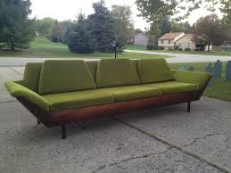 Mid Century Modern Sofas by Best 25 Mid Century Sofa Ideas On Pinterest Mid Century Modern