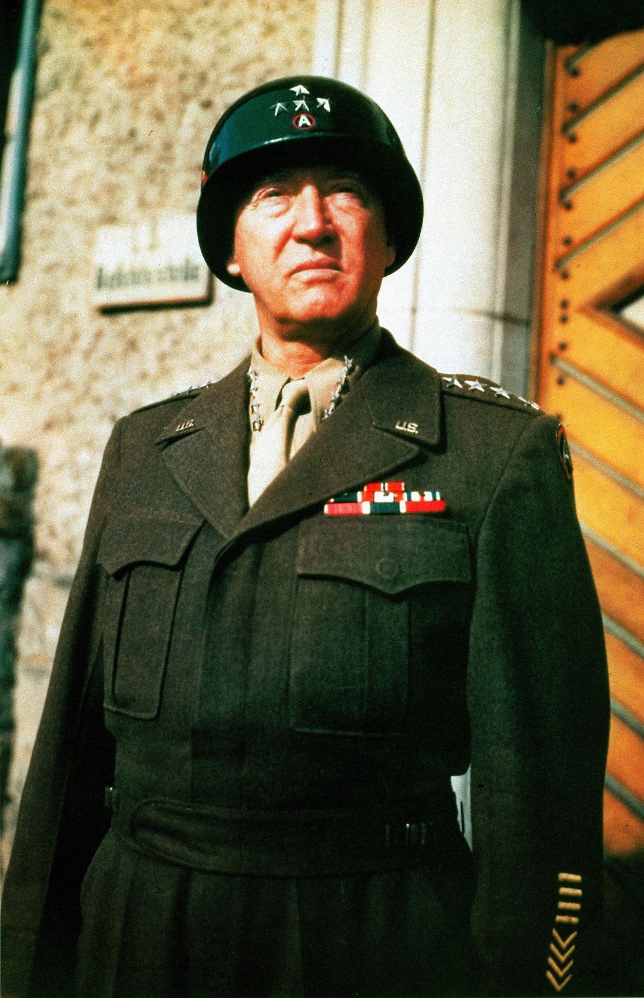 Resultado de imagem para prêmios recebidos por George Patton