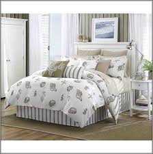 Ocean Themed Bedding White Shell Bedding Set On The Bed Completed By Cushions And