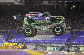 monster truck racing super series the ultimate monster truck take an inside look grave digger