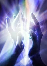 svetlo - vesmírna energia medzi dlaňami