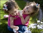 Médicos tentarão separar gêmeas siamesas com um só coração