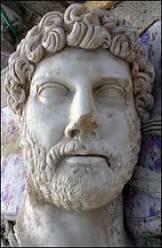 Estátua gigante do imperador Adriano é encontrada na Turquia
