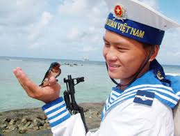 Đến với bài thơ: Tổ quốc nhìn từ biển (Nguyễn Việt Chiến)