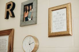 How To Make A Gallery Wall by How To Make Your Dorm Your Favorite Place On Campus