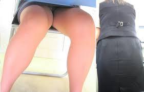 机 デルタ盗撮 OL座りパンチラ盗撮エロ画像】机の下からOLのパンツを覗く!視線 ...