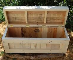Diy Reclaimed Wood Storage Bench by Best 25 Pallet Chest Ideas On Pinterest Wooden Trunk Diy Wood