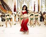 Kareena Kapoor : Kareena Kapoor in the movie Ra.
