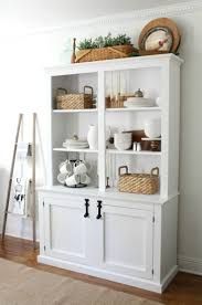 How To Decorate Your Dining Room Table Best 25 Dining Room Hutch Ideas On Pinterest Painted China