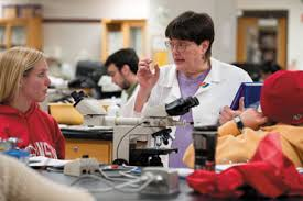 Lab lecturer Patricia Sharp helps students who are using microscopes to identify a variety of bug and parasite samples during a veterinary parasitology ... - VetMed_lab_Sharp09_4137