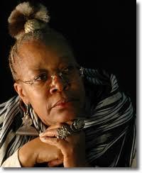 biographie de justine Mintsa: qui est cette romancière? dans critique et analyse