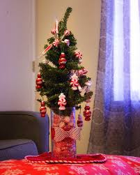 diy christmas table centerpeice falling glitter