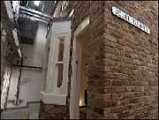 BBC Brasil - Multimídia - Casa é construída dentro de laboratório