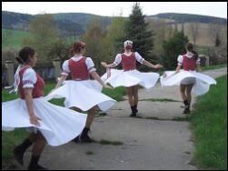 ZARS - pobyty na chatách a chalupách - bohatý folklor Západního Slovenska