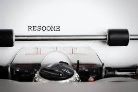 typewriter making resume spelling mistake
