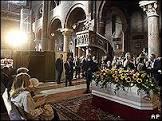 BBCBrasil.com | Notícias | Luciano Pavarotti é enterrado em Modena