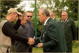 Piotr Kraiński - członek Naczelnej Komisji Strzeleckiej, Józef Bućwiński - prezes Okręgowej Rady Łowieckiej w Suwałkach, - wawrzynowcy_2010
