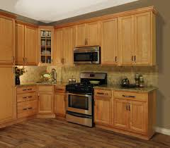 Kitchen Cabinet Colors 2014 by Best 25 Maple Kitchen Cabinets Ideas On Pinterest Craftsman