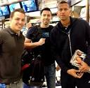 Image PIC: Alex Rodriguez Buys Us Weekly at Miami Airport!   Us Weekly Picture
