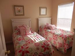 Two Twin Beds In Small Bedroom Twin Teenage Girls Bedroom Ideas