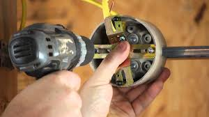 how to install a light fixture with a ground wire when the outlet