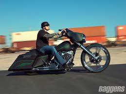 bad 2010 street glide love the green pin striping on the flat