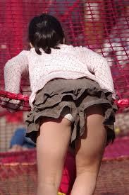 小学生 パンチラ ロリ|【JSパンチラ盗撮画像】お外で無邪気に遊び回るガチロリっ子