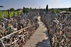 La Colina de las Cruces en Lituania Images?q=tbn:ANd9GcRZ7TKPiq5gMVUinYK5ZOR012ktrQjQW6096XtaLbeKiw6wYynR