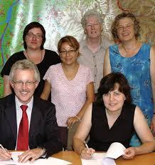 Stehend (v.l.): Silke Ravanelli (Kinzigtal), Tania Rodas de Wagner (Offenburg, Ursula Kretz (Kehl-Hanauerland) und Elke Bischoff (Südliche Ortenau) Foto: bz - 32263731