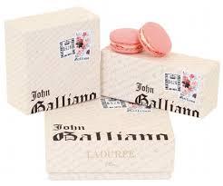 Source: http://www.miamz.fr/innovation/le-macaron-rosegingembre-par-laduree-et-john-galliano-5746/. Morelle FANKOU, Houda LOUARAKI, Aurélien BOUCHARD - macarons-ladurée-john-galliano