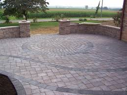 Brick Paver Patterns For Patios by Circle Pattern Within Paver Patio U0026 Walls That Double As Benches